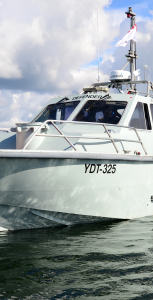 A Royal Canadian Navy cutter, the Defender, from CFB Halifax is used to provide 1 Canadian Rangers Patrol Group with critical Search and Rescue and small craft training on Great Slave Lake near Yellowknife, Northwest Territories during Operation NUNAKPUT on July 11, 2016. PO2 BELINDA GROVES, TASK FORCE IMAGERY TECHNICIAN