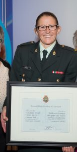 WO Charlene Arsenault, with her sister Noreen (left) and mother Evelyn, after receiving her induction to the CAF Sports Honour Roll at the 2017 CAF Sports Awards Ceremony, held in Ottawa on October 20. CPL MICHAEL MACISAAC, CFSU OTTAWA