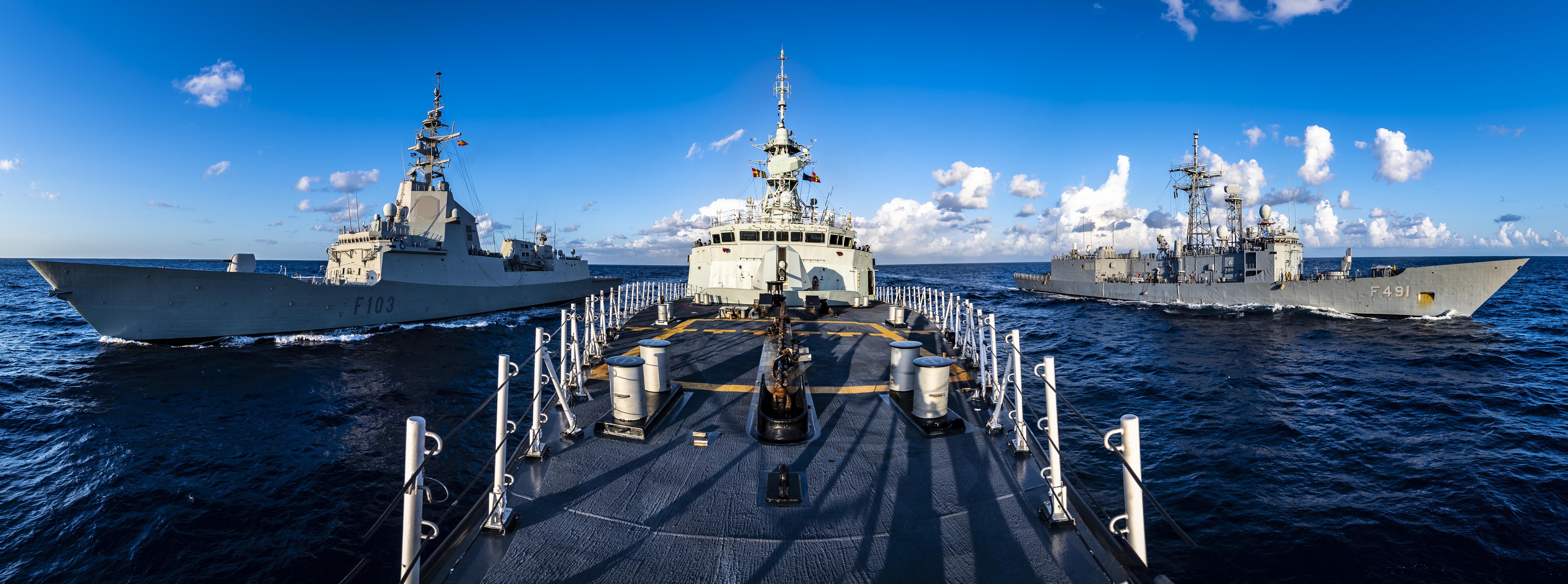 SNMG2 at sea
